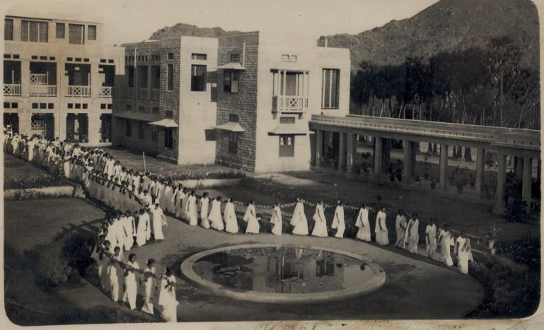 Women medical students carry the jasmine chain on Graduation Day at Vellore , 1932